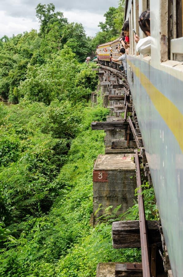 El ferrocarril de la muerte de Kanchanaburi a Nam Tok foto de archivo libre de regalías