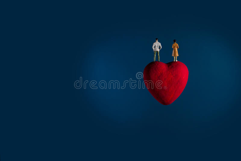 El flotador del corazón en espacio Imagínese para el planeta del amor imagen de archivo libre de regalías