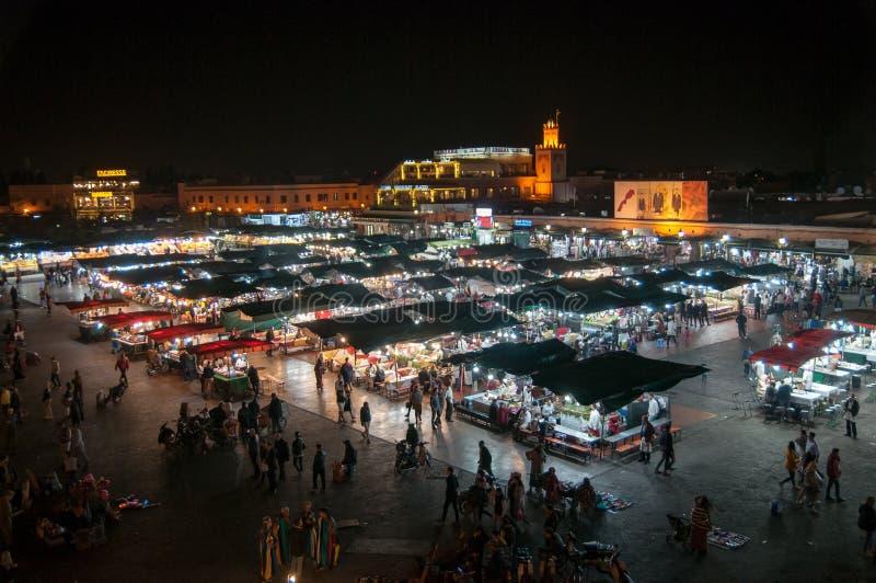 EL-Fna di Djemaa alla notte fotografia stock libera da diritti