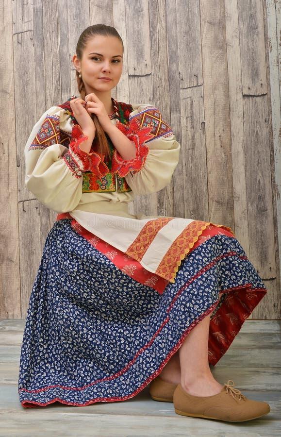 El folclore eslovaco viste tradicional foto de archivo
