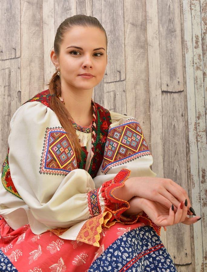 El folclore eslovaco viste tradicional imagen de archivo