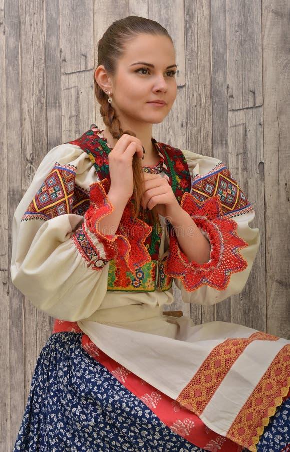 El folclore eslovaco viste tradicional fotos de archivo