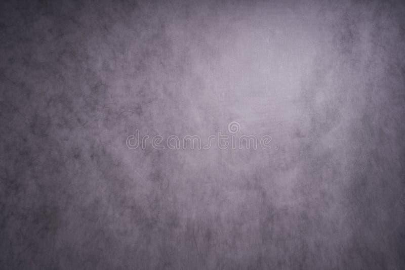 El fondo abstracto gris azul, la pared del estudio es iluminado por la luz constante imagen de archivo libre de regalías