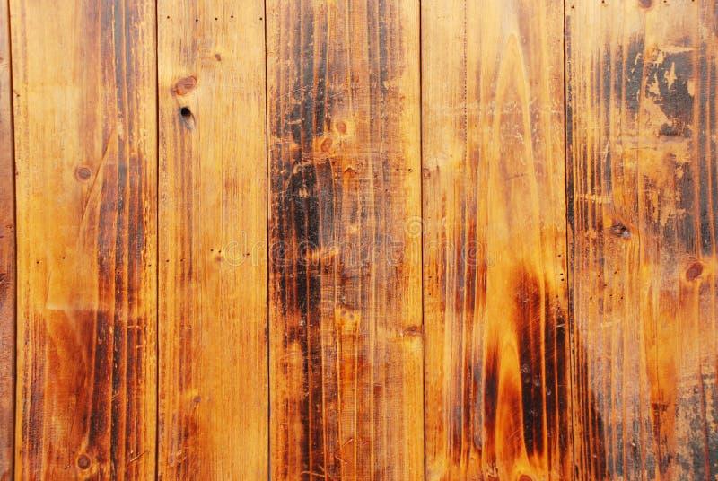 El fondo de madera chamuscado de la tarjeta fotos de archivo