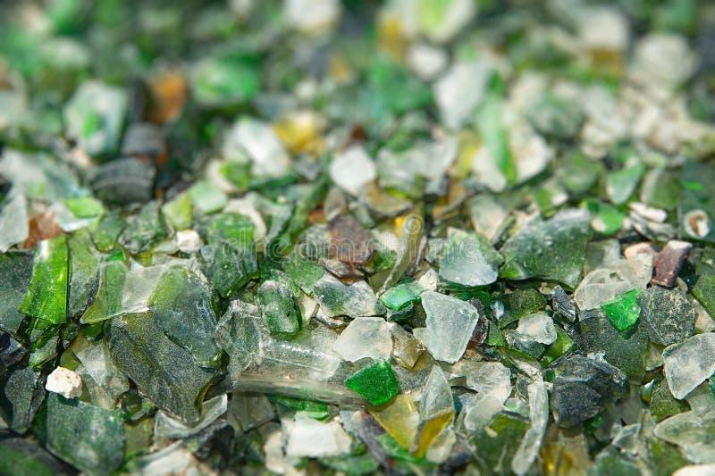 El fondo de recicla pedazos de vidrio quebrado fotos de archivo libres de regalías