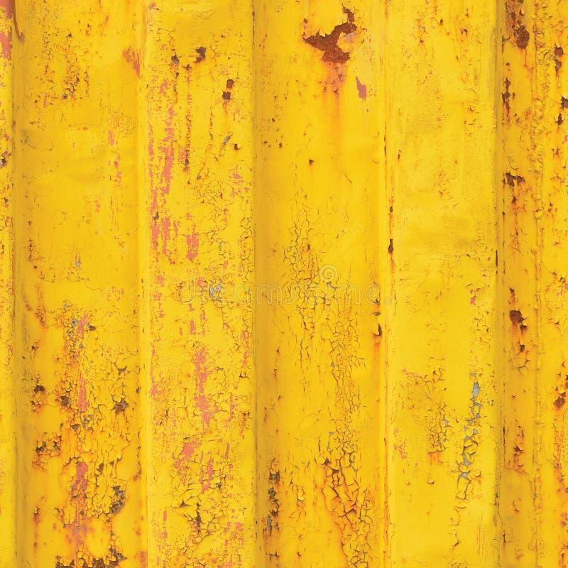 El fondo del contenedor de Yellow Sea, modelo acanalado oxidado, capa roja de la cartilla, vertical aherrumbró textura de acero d foto de archivo libre de regalías