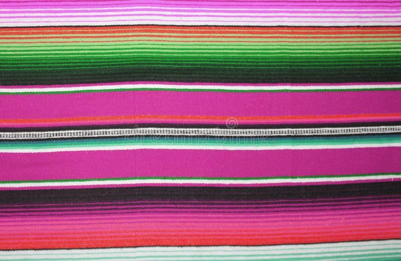 El fondo tradicional combinado de la fiesta del poncho de la manta de Mayo México del cinco del fondo mexicano del poncho con las ilustración del vector