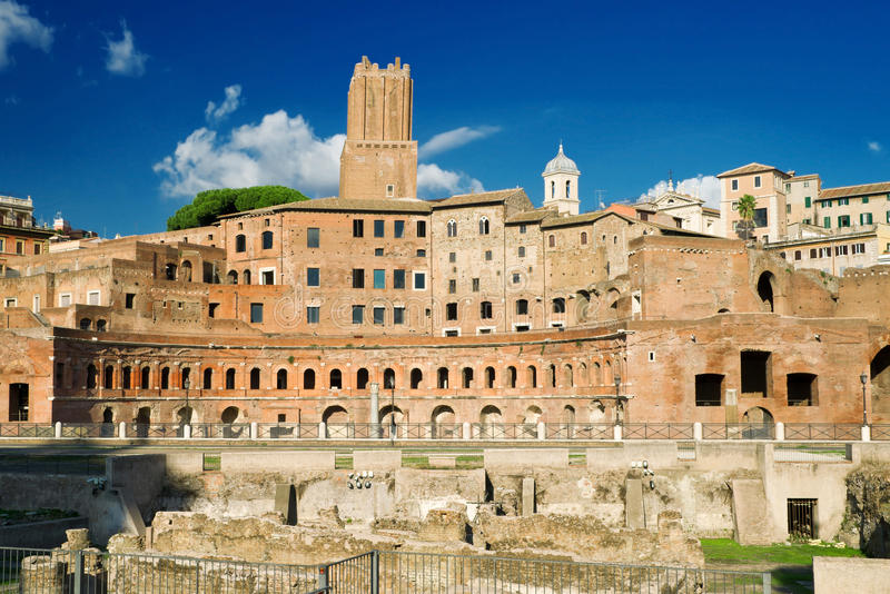 El foro de Trajan en Roma foto de archivo