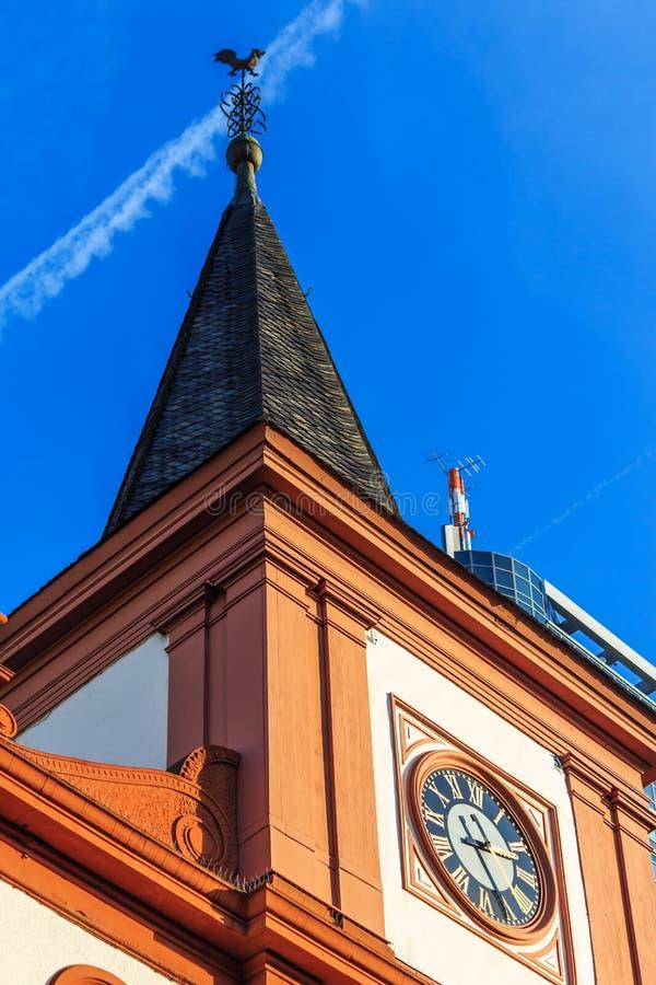 El francés reformó la iglesia en la tubería de Offenbach cerca de Francfort, Alemania foto de archivo