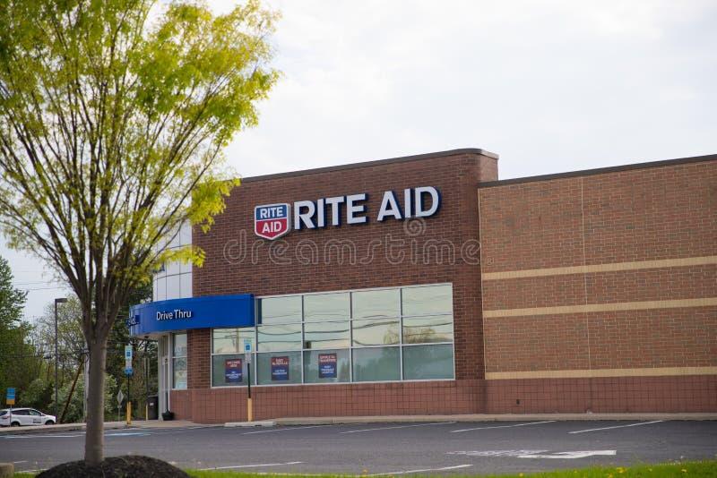 El frente de la tienda de la ayuda del rito, tiene 4.600 tiendas fotos de archivo