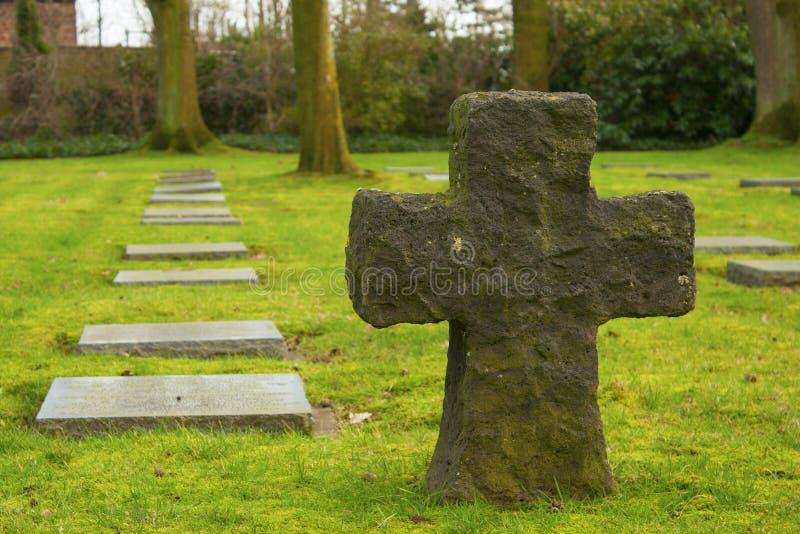 El friedhof alemán del cementerio en los campos de Flandes menen Bélgica foto de archivo