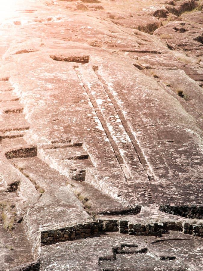 El Fuerte de Samaipata Närbildsikt av mystiska hällristningar i denColumbian arkeologiska platsen, Bolivia som är södra arkivbilder