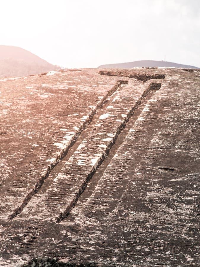 El Fuerte de Samaipata Opinión del primer de las tallas místicas de la roca en el sitio arqueológico precolombino, Bolivia, del s foto de archivo libre de regalías