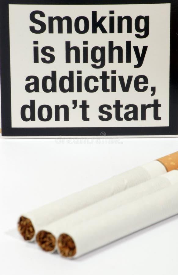 El fumar es adictivo fotografía de archivo