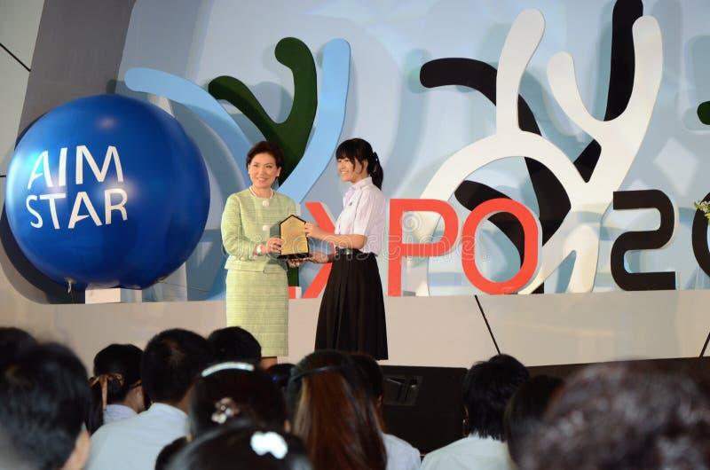 El fundador entrega la beca foto de archivo libre de regalías