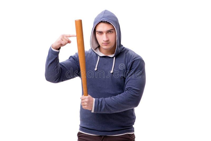 El gamberro del hombre joven con el bate de béisbol aislado en blanco imagen de archivo