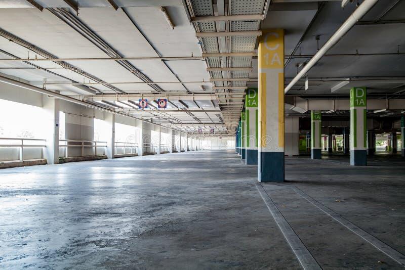 El garag interior, edificio industrial del estacionamiento, vacia el PA subterráneo imagen de archivo libre de regalías