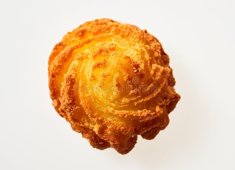 El gastrónomo giró la torta frita curruscante de la patata imagen de archivo