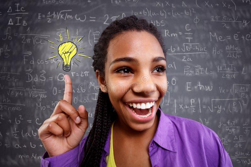 El genio de la colegiala en matemáticas tiene una solución imagenes de archivo