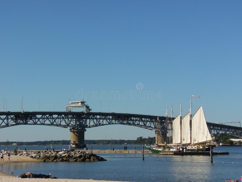 El George P Coleman Bridge foto de archivo