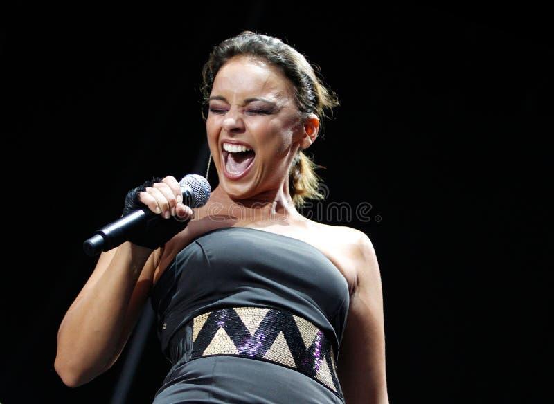 El gesticular latino de Chayanne del cantante de Puerto Rico vivo en etapa imagen de archivo