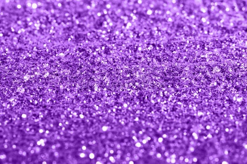 El giltter púrpura texturiza el fondo abstracto festivo, objeto para el diseño, foco suave imágenes de archivo libres de regalías