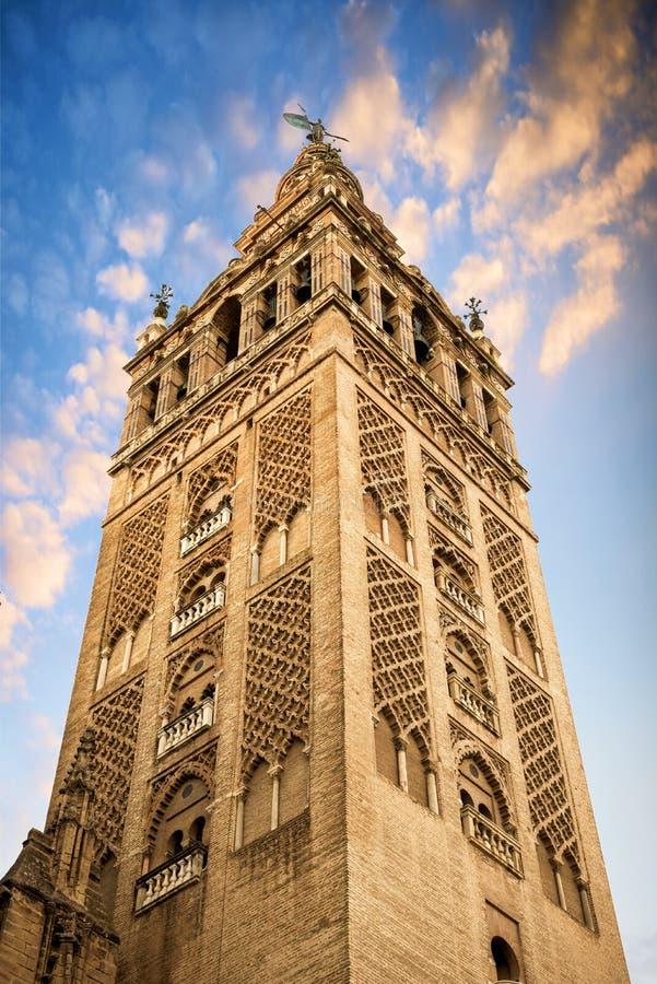 El Giralda, campanario de la catedral de Sevilla en Sevilla, Andalucía, España imagen de archivo