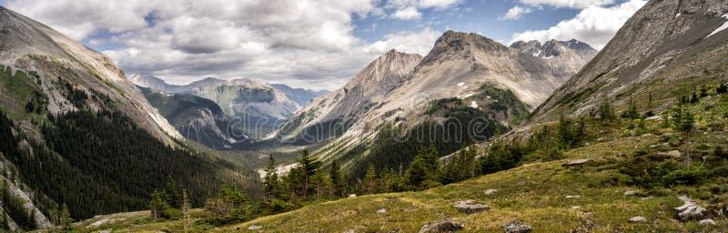 El glaciar cubrió las montañas de Peter Lougheed Provincial Park Lagos Kananaskis, Alberta canadá imagenes de archivo