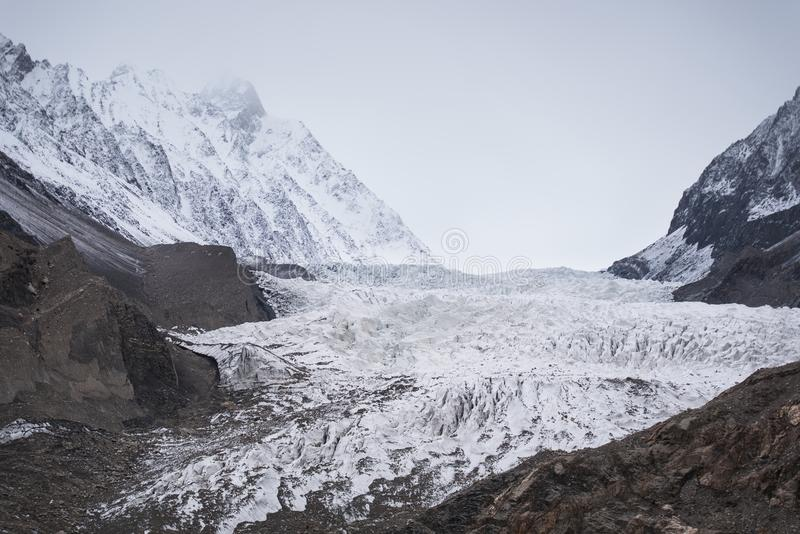 El glaciar de Passu se sitúa en el lado sur del pueblo de Passu adentro imagen de archivo libre de regalías