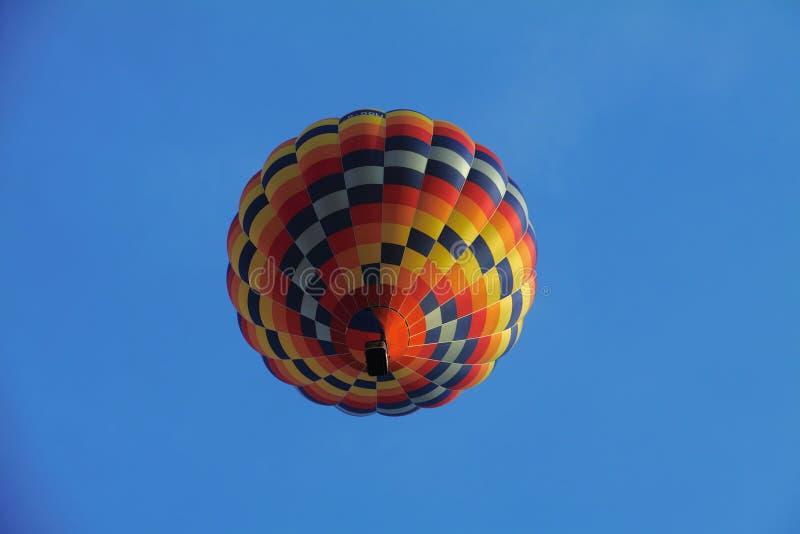 El globo del aire caliente photgrphed en el Bealton, demostraci?n de aire del circo del vuelo del VA imágenes de archivo libres de regalías