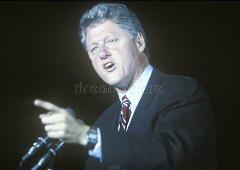El gobernador Bill Clinton habla en una reunión de la campaña de Kentucky en 1992 en su día final de hacer campaña en Paducah, Ke imágenes de archivo libres de regalías