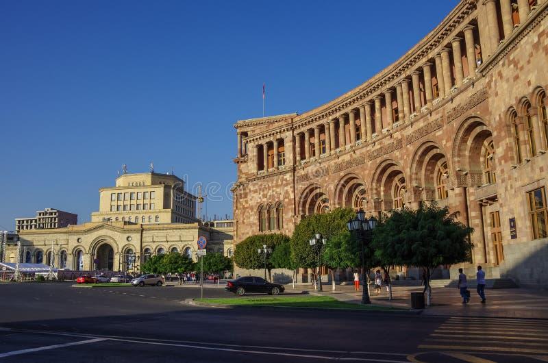 El gobierno del edificio y del National Gallery de la República de Armenia en cuadrado de la república en Ereván imagen de archivo
