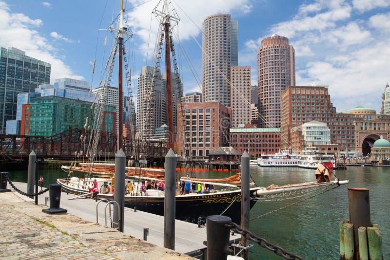 El goleta de Roseway en el puerto de Boston imágenes de archivo libres de regalías