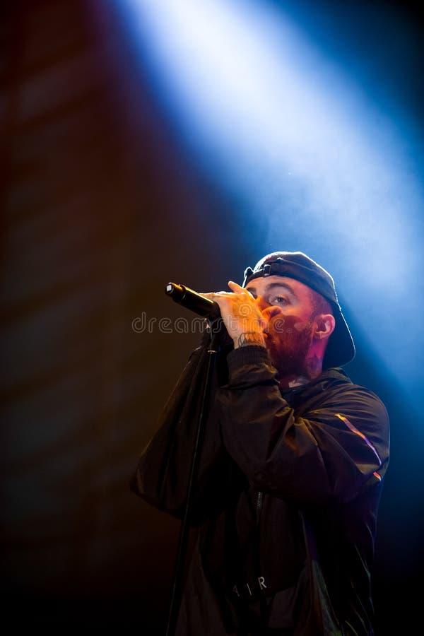 El golpeador americano Mac Miller se realiza en etapa en Europa, Portugal, en el festival de música fotografía de archivo libre de regalías