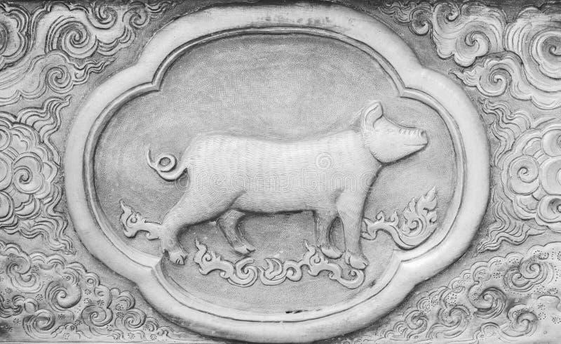 El grabado del valor de plata, símbolo del zodiaco de tradicional tailandés, cerdo fotografía de archivo