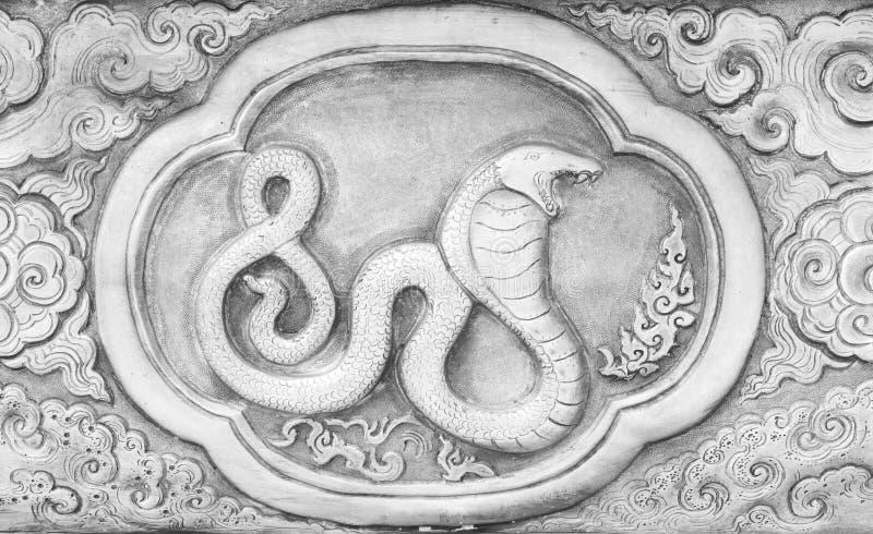 El grabado del valor de plata, símbolo del zodiaco de tradicional tailandés, serpiente fotos de archivo libres de regalías