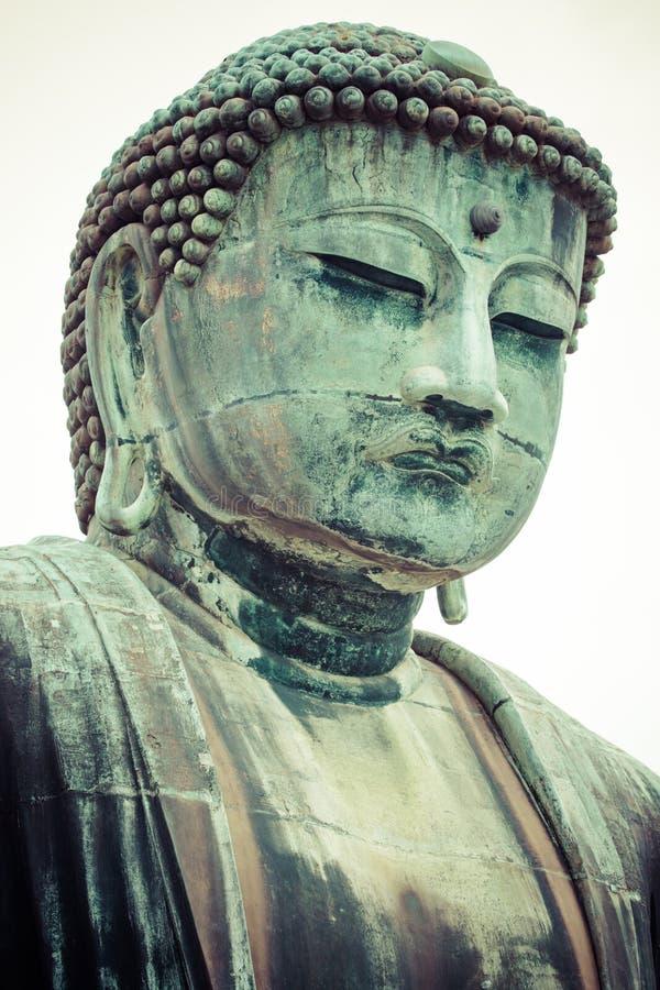 El gran Buda (Daibutsu) sobre la base del templo de Kotokuin en Kamakura, Japón fotos de archivo libres de regalías