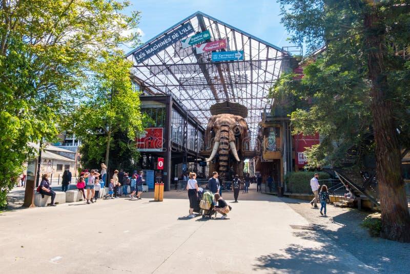 El gran elefante es parte de las máquinas de la isla de los pasajeros que llevan de Nantes en cuadrado de ciudad en Nantes, Franc fotografía de archivo libre de regalías