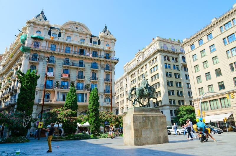 EL Gran, monumento de Ramon Berenguer Square Placa de Ramon Berenguer a Ramon Berenguer III, Barcelona, España foto de archivo
