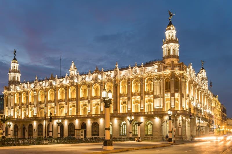El gran teatro de La Habana iluminó en la puesta del sol imagen de archivo