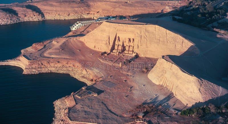 El gran templo de Rameses II en ABU SIMBEL desde arriba, EGIPTO fotografía de archivo