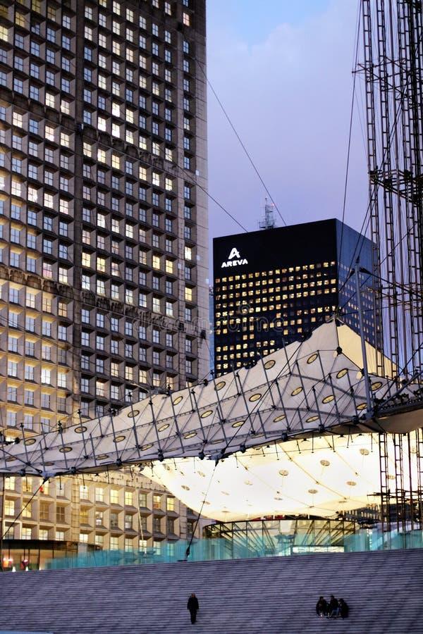 El grande arche París Areva establece jefatura de la defensa del La del distrito financiero en la puesta del sol Francia imagen de archivo libre de regalías