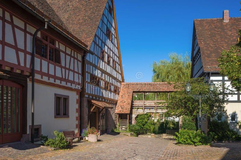 El granero de diezmo con Fruchtkasten en Dornstetten foto de archivo