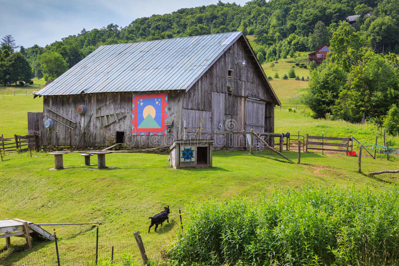 El granero firma las pinturas Carolina Farm del norte fotografía de archivo