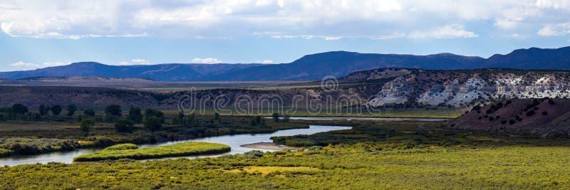 El Green River atraviesa marrones parquea NWR en Colorado imagen de archivo