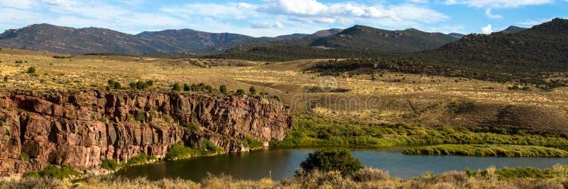 El Green River atraviesa marrones parquea NWR en Colorado foto de archivo