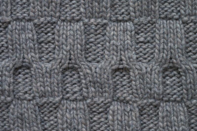 El gris hizo punto textura con un modelo de alivio Géneros de punto hechos a mano B imagen de archivo