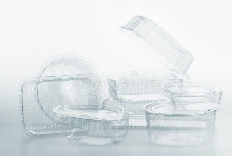 El grupo de envases de plástico transparentes encajona el paquete de la comida en blanco fotos de archivo