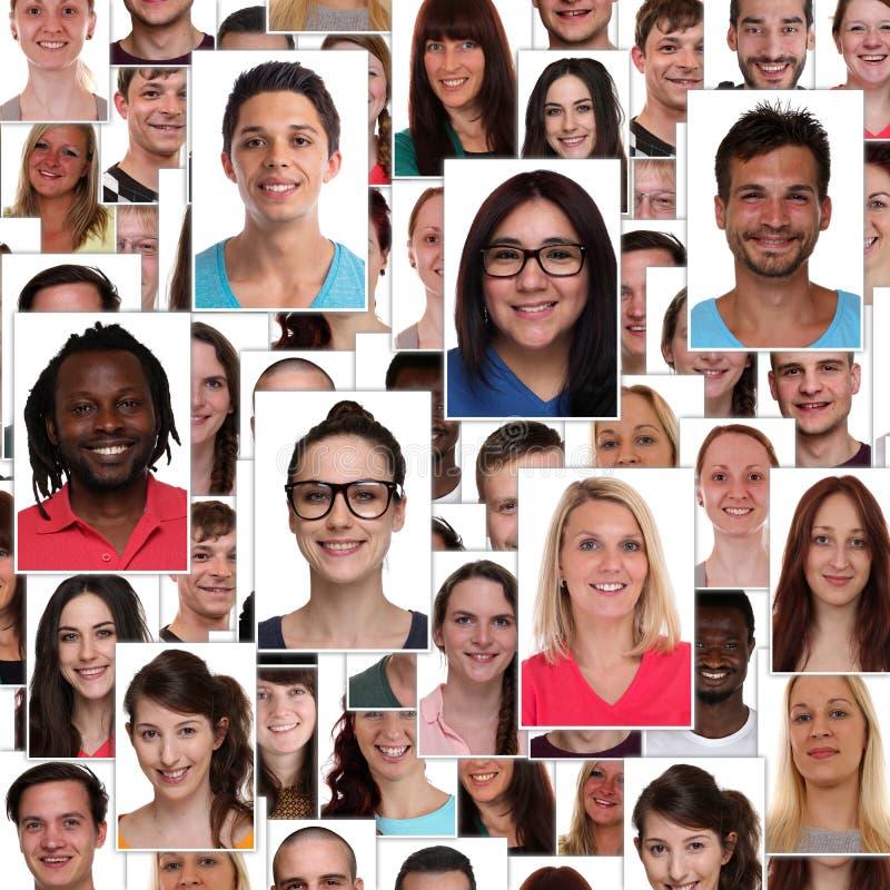 El grupo de gente feliz sonriente de los jóvenes multirraciales hace frente al retrato b imagen de archivo