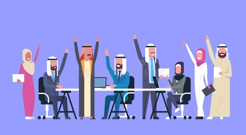 El grupo de hombres de negocios árabes alegres del control feliz aumentado da a trabajadores musulmanes Team Success ilustración del vector